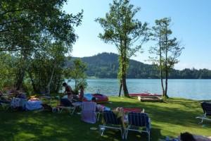 Eigener Badestrand und Urlaubsangebote im Familienhotel Fasching