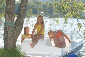 Treetboot fahren im Familienhotel Fasching direkt am Längsee
